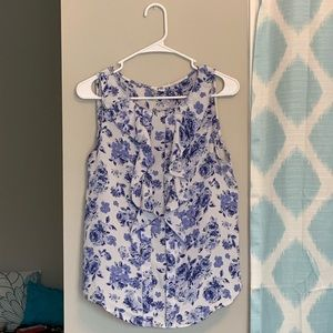 Gorgeous blue and white floral ruffled blouse!